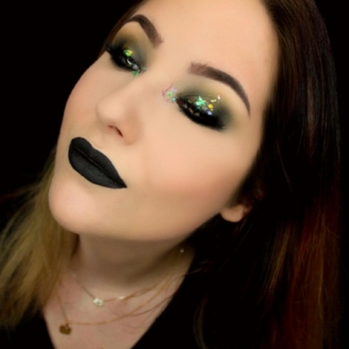 Green glitter makeup look