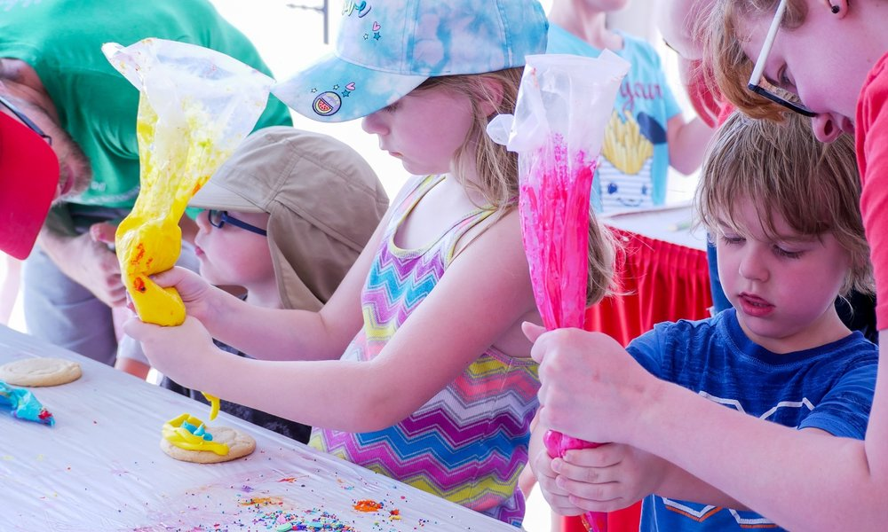 Cookie decorating || Summer Arts Festival || Omaha, NE || Rachel Loewens Studios