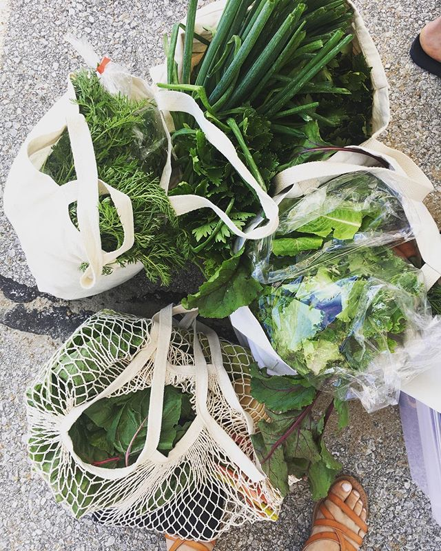 Oh hey friends! How are ya liking my monthly posts? 🙈 It's been a bit crazy around here expanding @compostcollectivekc and a getting a natural wine program launched, but I'm back! This haul is from the @brooksidefarmersmarket a couple of weeks ago. Did you know you can buy almost all of your groceries at the market? Here, I have blueberries, swiss chard, kale, carrots, beets, garlic, mixed greens, celery, onions, sausage and chicken legs, fresh-milled bread, eggs, coffee, and wellness tea. and maybe a scone or two 👌 You CAN shop local, get incredible organic food, annnddd save money.  Yeah, whole foods is my jam, but you can't get fresher than this. 🌱 #shoplocal #eatorganic #knowyourfarmer #knowyourfood #eatvegetables #holistic #wellness #farmersmarket #igkc #kcmo