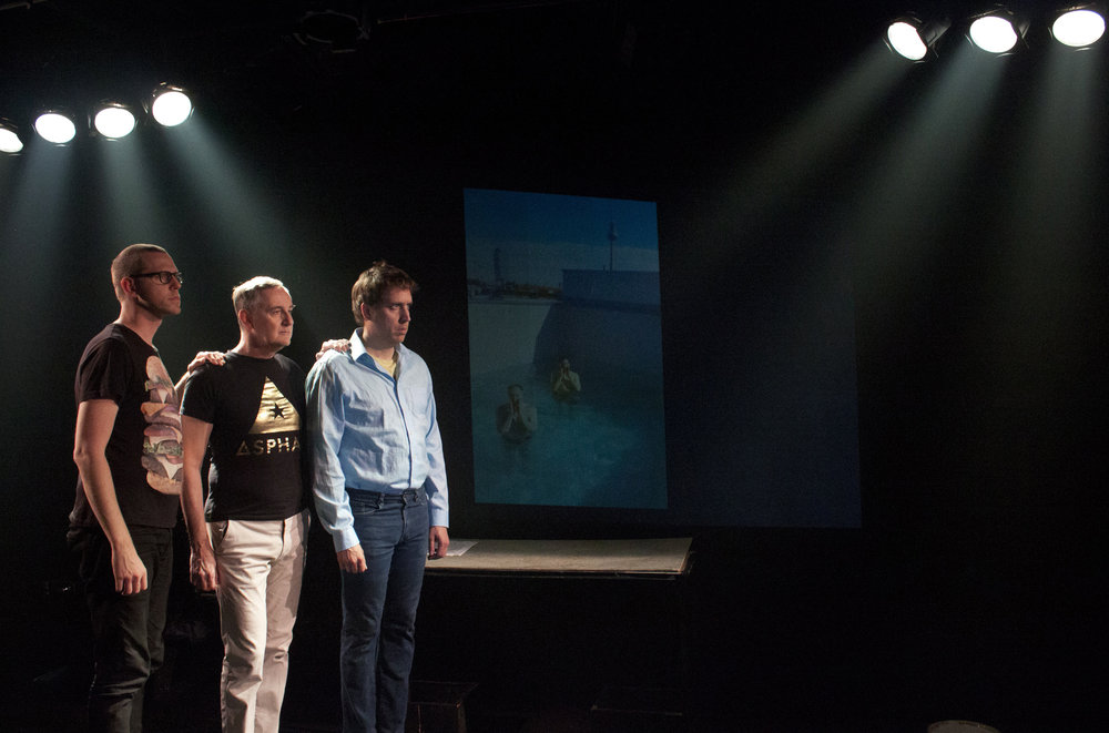 Je suis Mixte  Texte et mise en scène : Mathieu Quesnel Sur la photo : Yves jacques, Benoît Mauffette et Navet confit CRÉDIT photo : Mathieu Quesnel