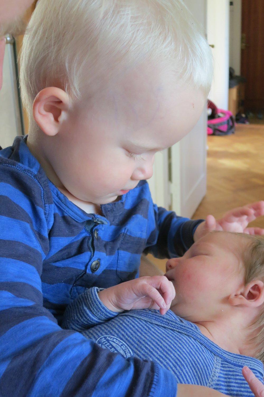 Första morgonen som storebror och lillasyster, 23 September 2015.  <3