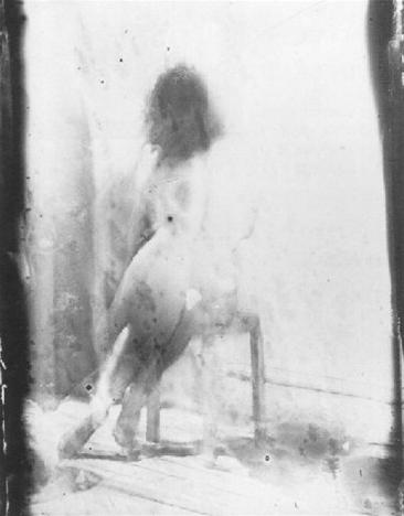 1930-39, Dora Maar, Femme assise de dos.png