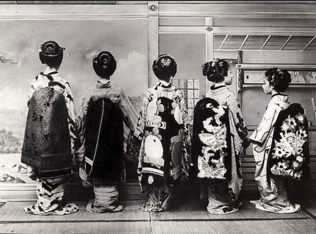 1931, Geishas in traditional clothing, Japan.png