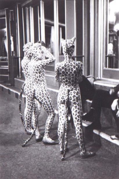 1952, Edouard Boubat, Filles Leopard.jpg