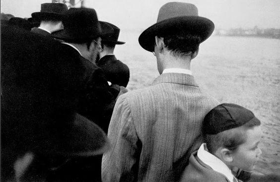 1954, Robert Frank, Yorn Kippur.jpg