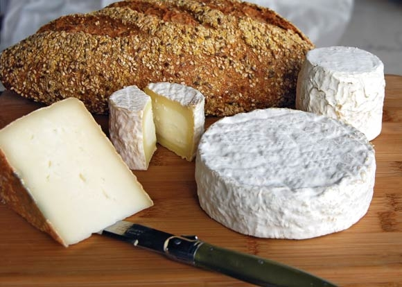 artisan-goat-cheese-and-bread-1264629950.jpg