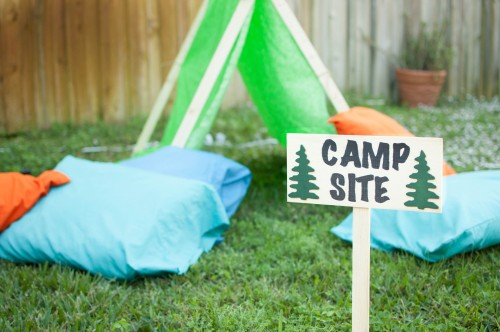 Camping-birthday-party-backyard-setting-e1449941319900.jpg