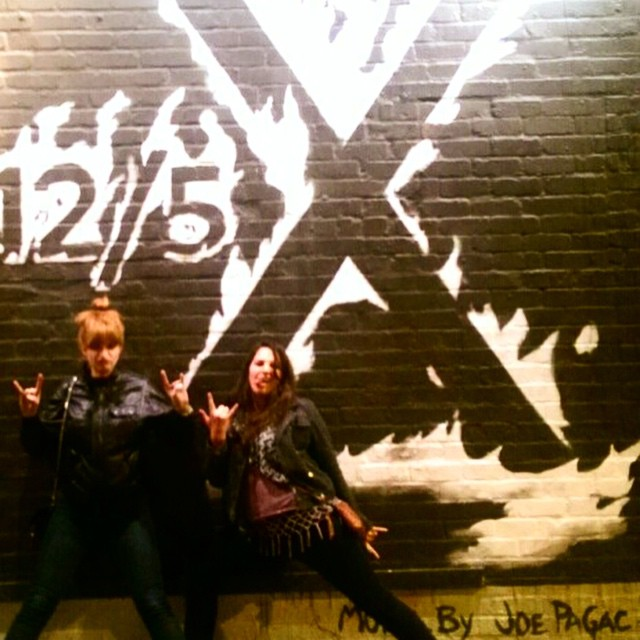 #tbt Dec 2014 (not that throwback) X in Tucson w/ daughters Doe & Gelb @vjanedoe @howegelb mural by Joe Pagac #punkrock #tucson #losangeles @theejohndoe
