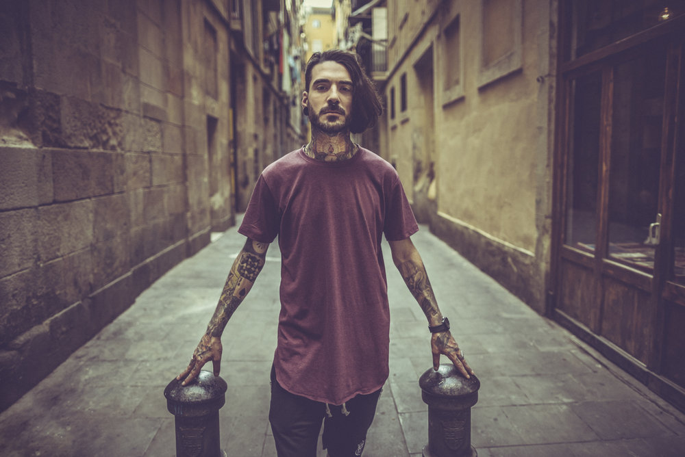 Rebel-tattooed-guy-in-the-city-000098161557_Large.jpg