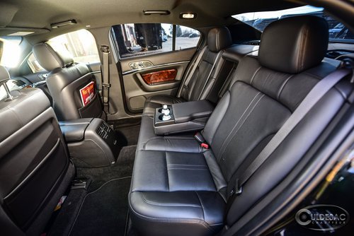 Lincoln MKS Limousine interior