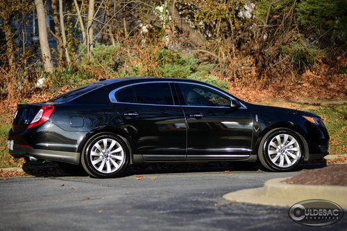 Lincoln MKS Limousine Outdoors