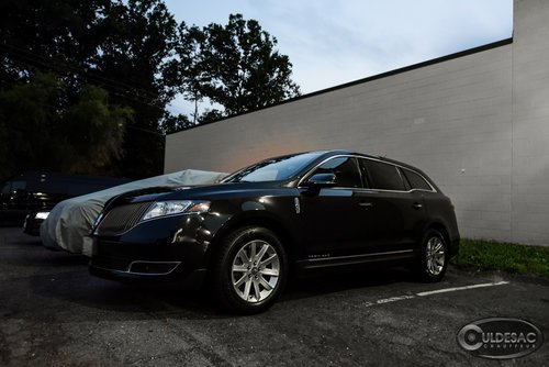 Lincoln MKT side exterior