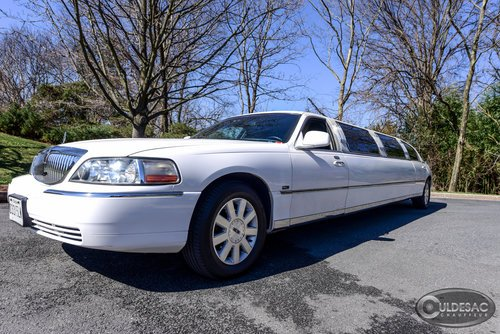 lincoln town car limo white front exterior
