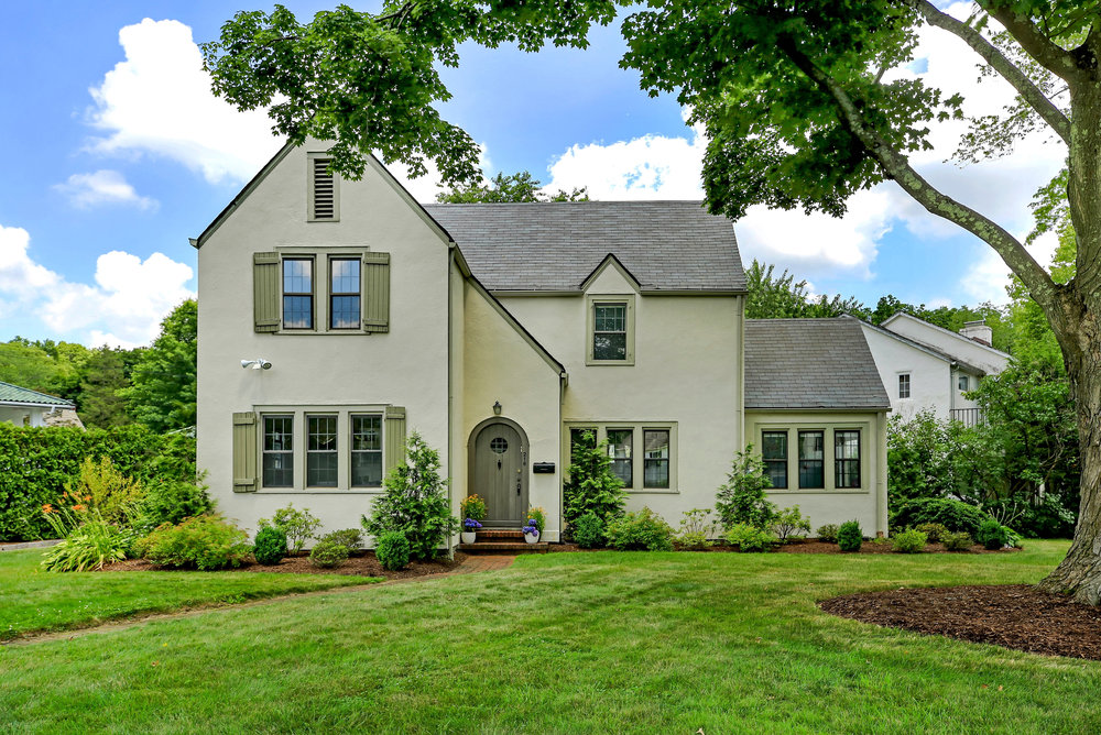 SOLD  216 Nelson Road Scarsdale, NY. Represented the Seller  (2019)