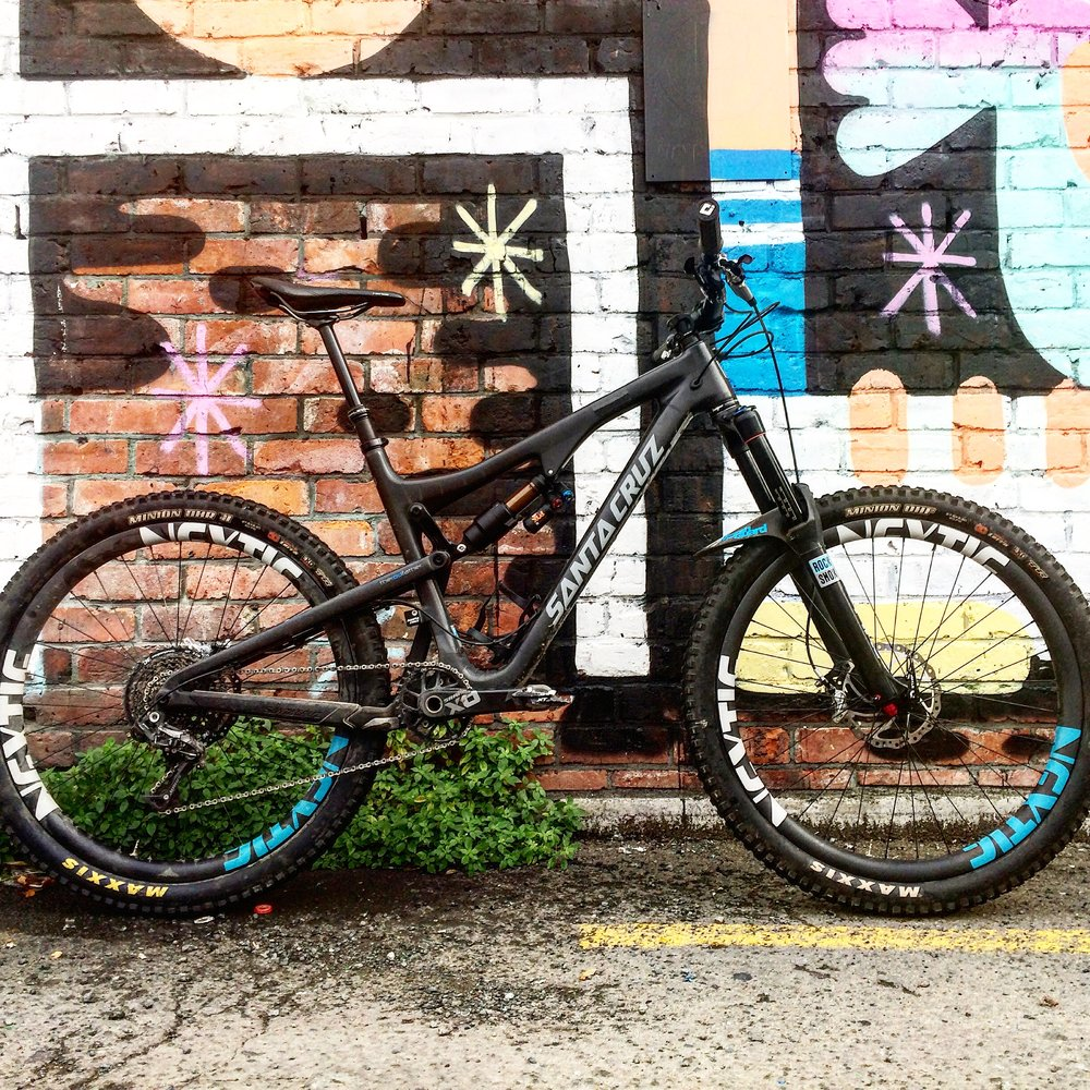 My Bronson on its first outing with the amazing Fox X2 shock and Wheelworks built Nextie rims.         photo : therodfather