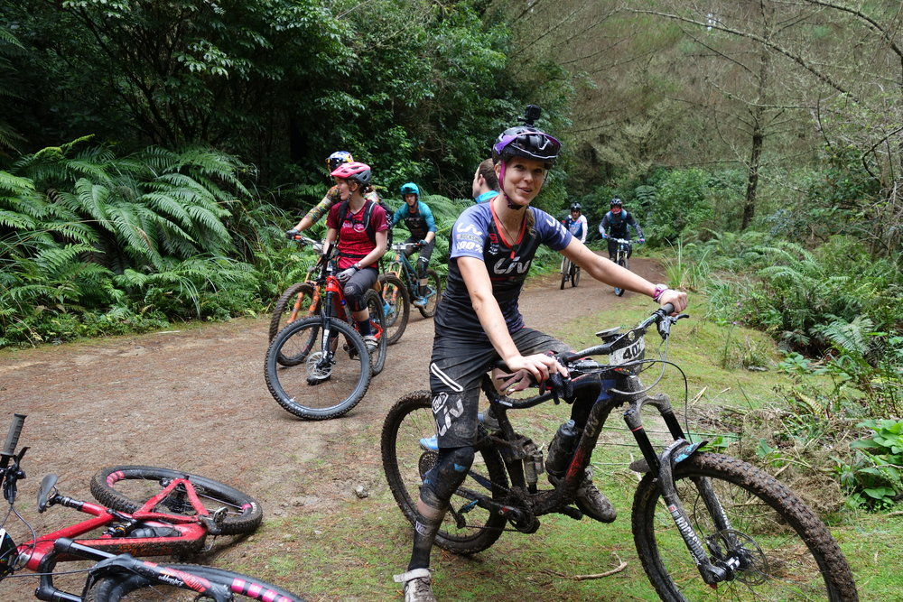 OMG it's pro Giant/Liv rider Rae Morrison from my home town mountainbikers paradise known as Paraparaumu. In case I haven't told you a hundred times already, I taught her how to ride a bike back in '06. She doesn't even recognise me now.