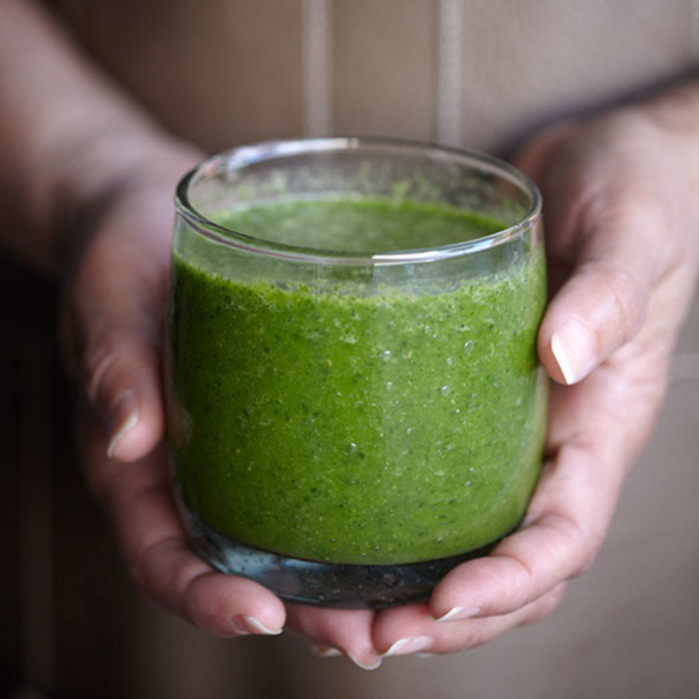 Green Morning Shake 1 Cup – Raw Spinach 1 Cup – Raw Kale ½ - Medium Banana 1- Peach (Pitted) 1 Scoop (25g) – Whey, Egg-White or Veggie Protein 1 Tbsp - Flaxseed Oil 1 Cup - Water Handful of Ice