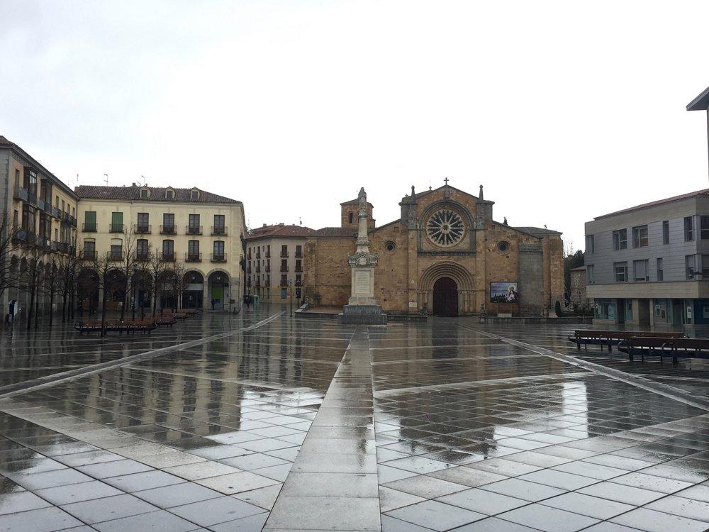 Santa Teresa Plaza facing Parroquia de San Pedro Apóstol