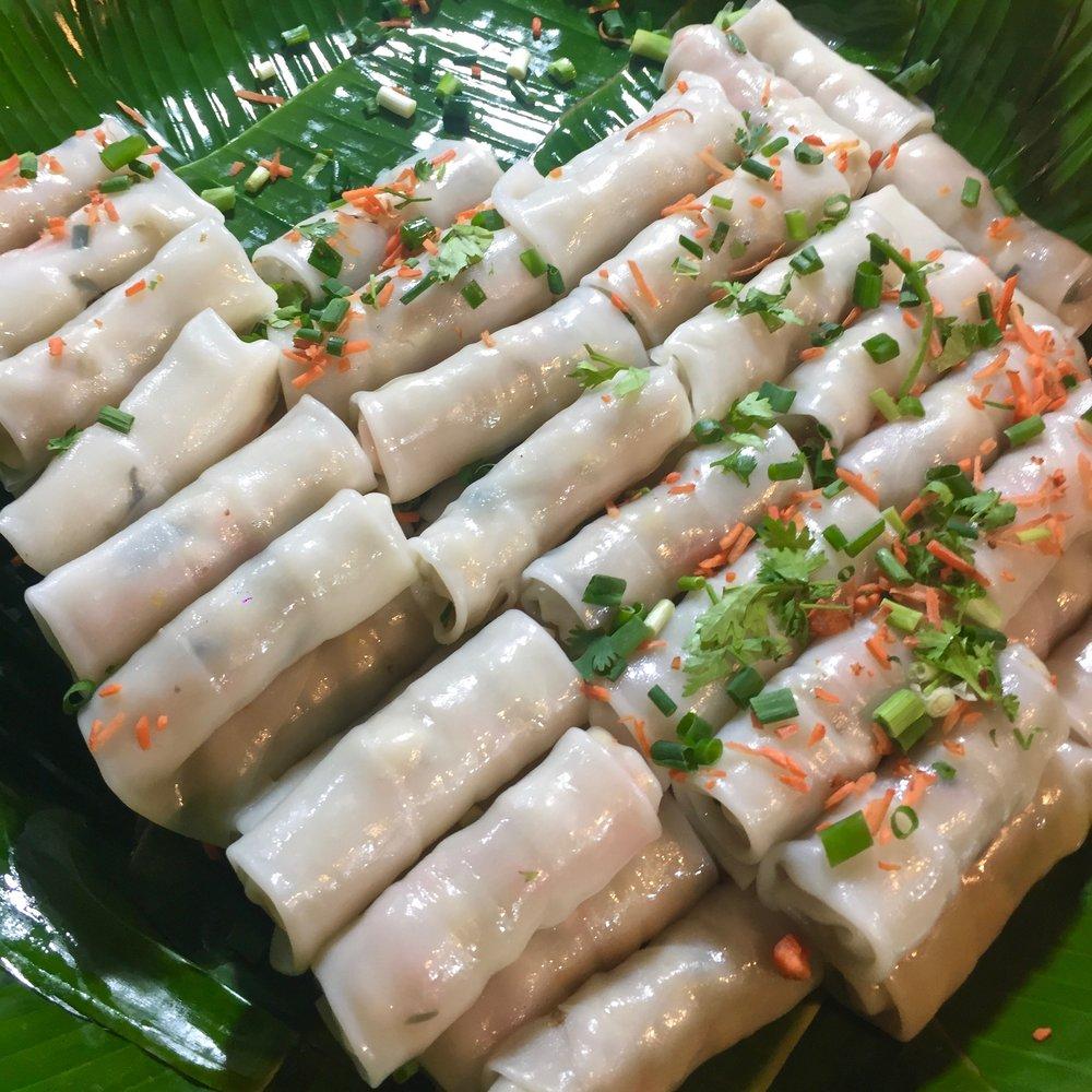 Fresh steamed spring rolls