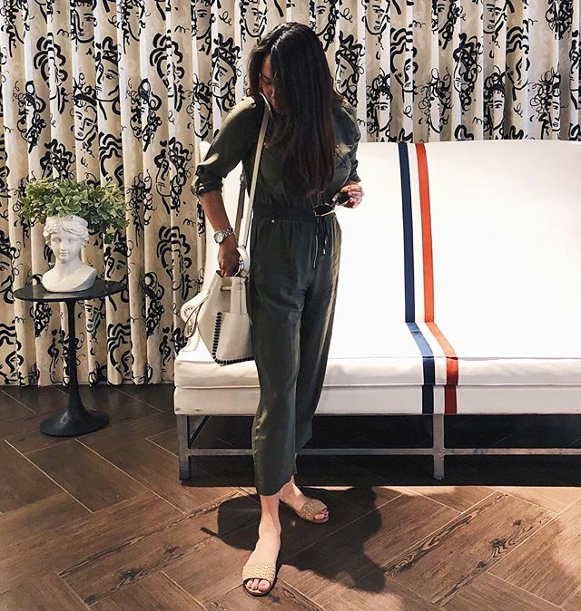 This jumpsuit feels like I'm wearing a onesie pajama, and olive it 💚