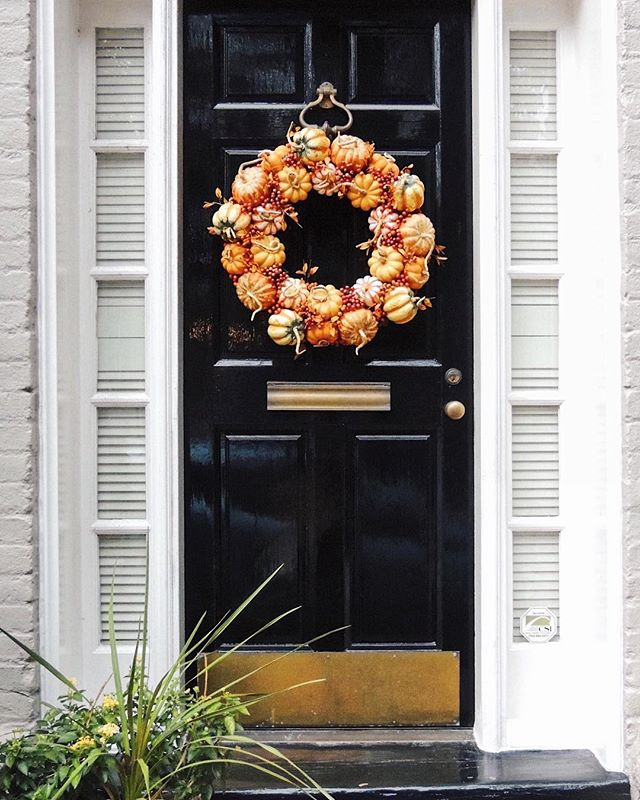 Oh my gourd, look how cute this wreath is 🎃