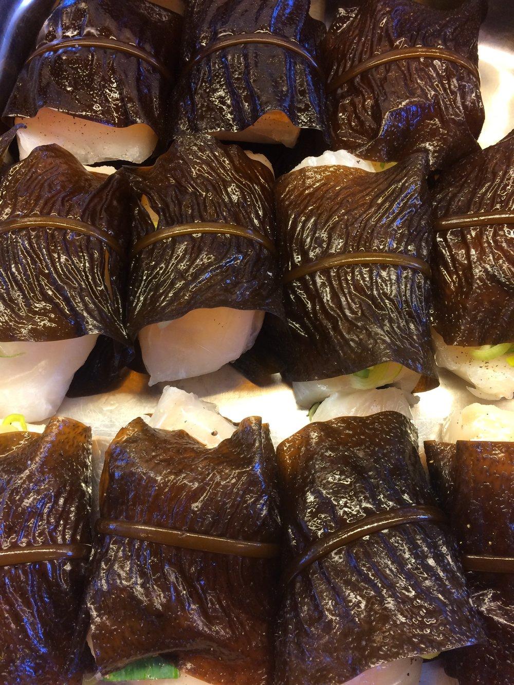 Torsk fra BuFi pakket i nyplukket butare - Alaria esculenta