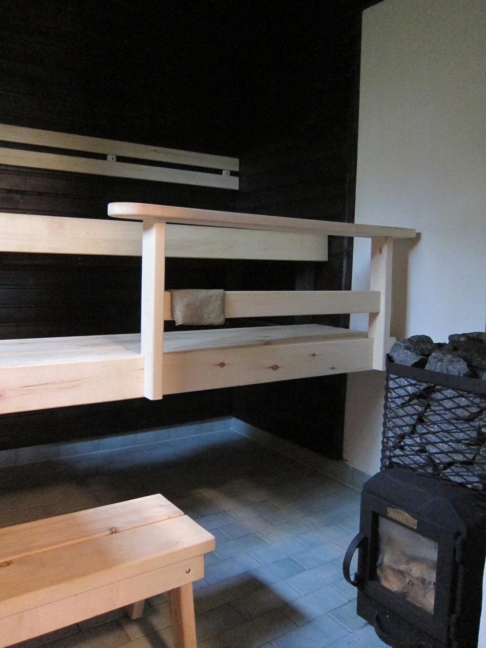 ..ja oma puulämmitteinen sauna..