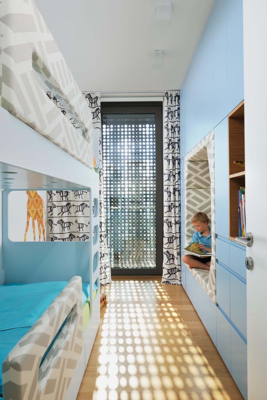 interior-Tina Rugelj_foto-Miran Kambič_AP V_otroska soba-kid bedroom_oblazinjena nisa-upholstered niche_14.jpg