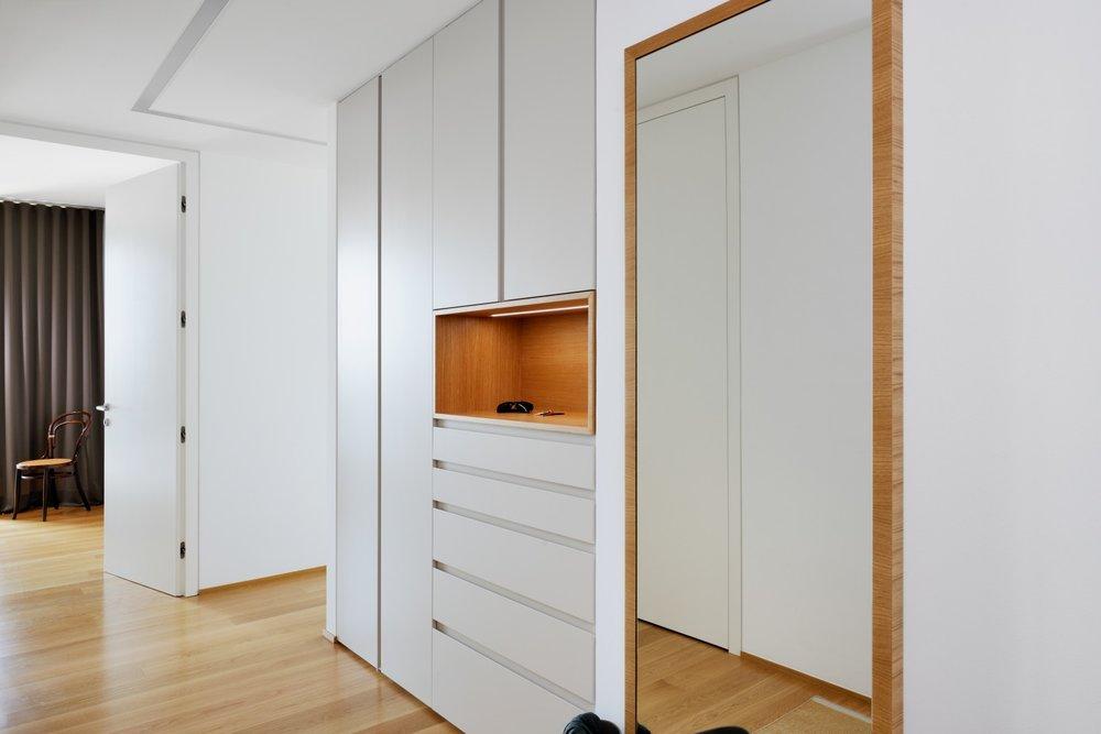 interior-Tina Rugelj_foto-Miran Kambič_AP V_chodna omara-entrance wardrobe_niša-niche_10.jpg