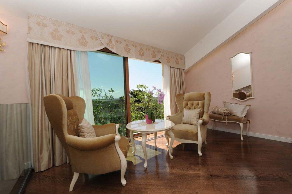 interior-Tina Rugelj_foto-Dean Dubokovič_S SR_hotelska soba-hotel suite_03