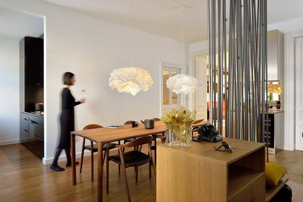 interior-Tina Rugelj_foto-Miran Kambič_AP N_vhod-entrance_jedilnica-dining room_03.jpg