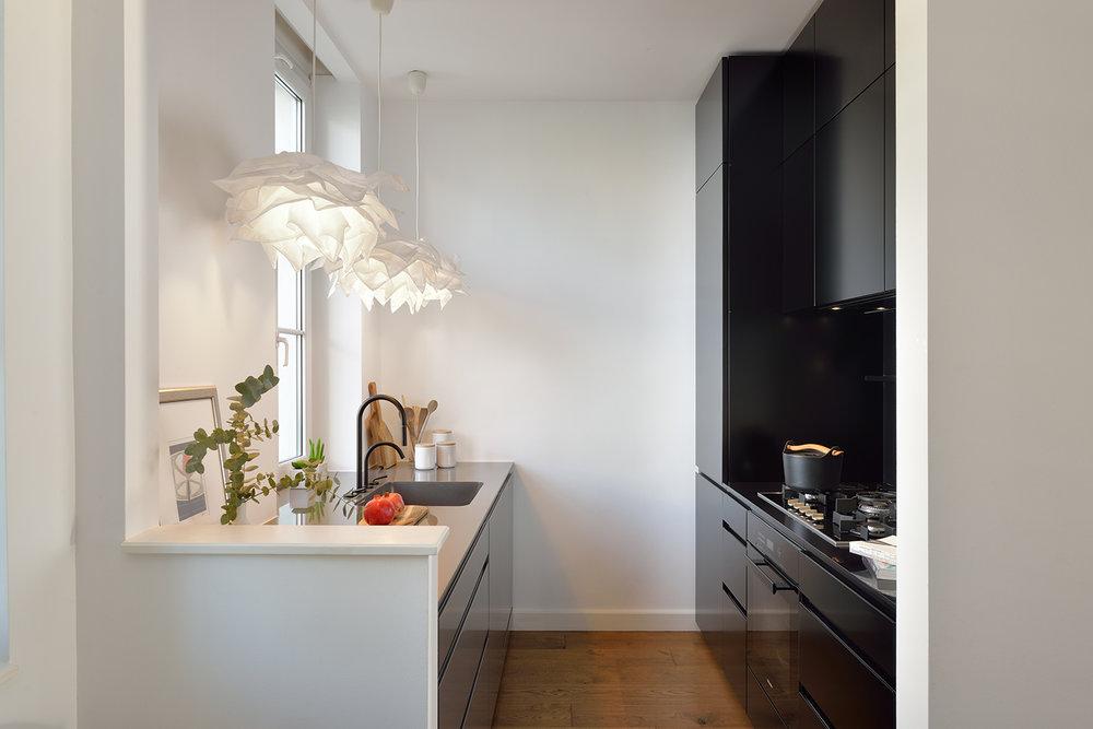 interior-Tina Rugelj_foto-Miran Kambič_AP N_kuhinja črna-black kitchen_05.jpg