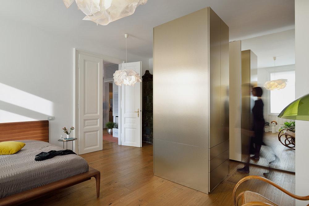 interior-Tina Rugelj_foto-Miran Kambič_AP N_spalnica-bedroom_garderobna omara-wardrobe_10.jpg