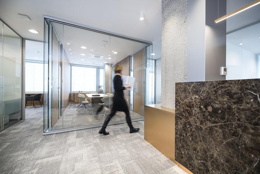 interior-Tina Rugelj_foto-Klemen Razinger_OF K_skupni prostor-common space between offices_02.jpg