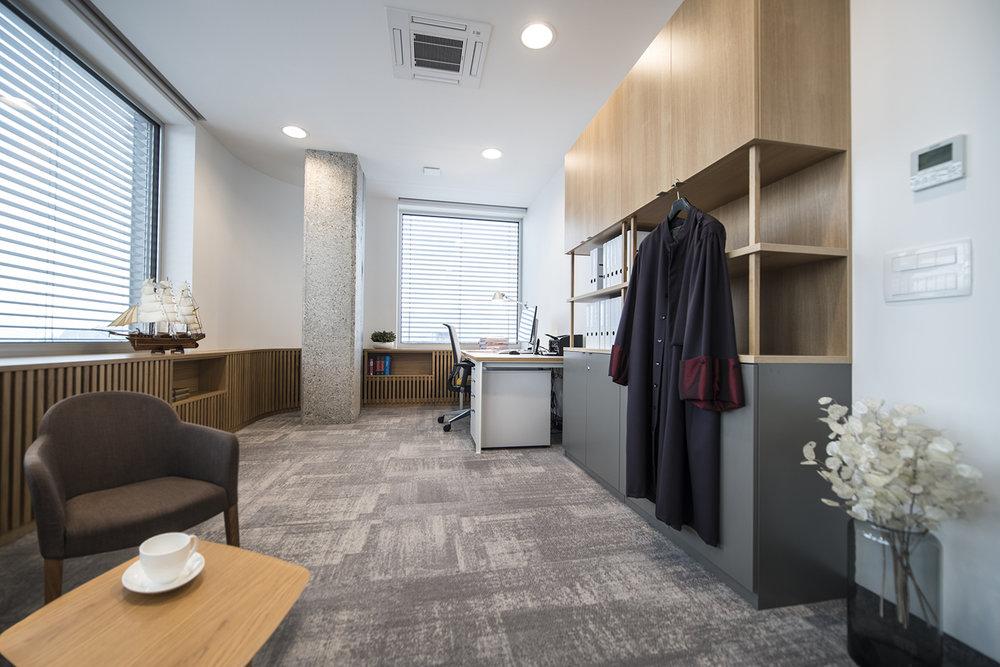 interior-Tina Rugelj_foto-Klemen Razinger_OF K_odvetniška pisarna-law firm office_04.jpg