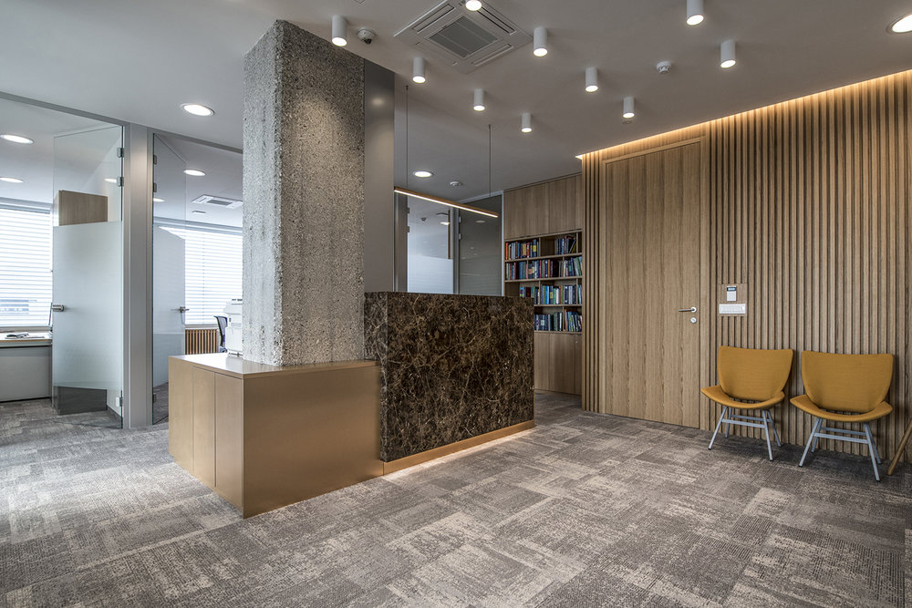 interior-Tina Rugelj_foto-Klemen Razinger_OF K_sprejemni pult-reception desk_07.jpg