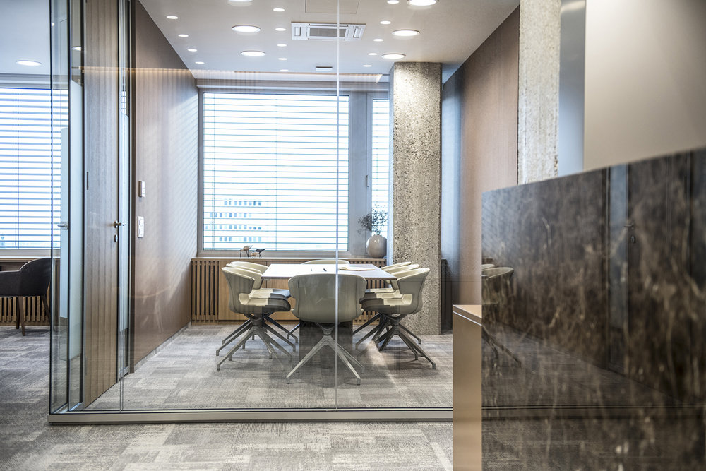 interior-Tina Rugelj_foto-Klemen Razinger_OF K_sejna soba-conference room_13.jpg