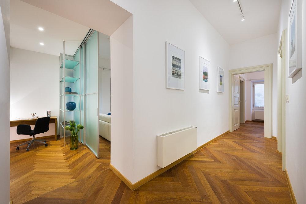 interior-Tina Rugelj_foto-Janez Marolt_AP house K_hodnik-hallway_08.jpg