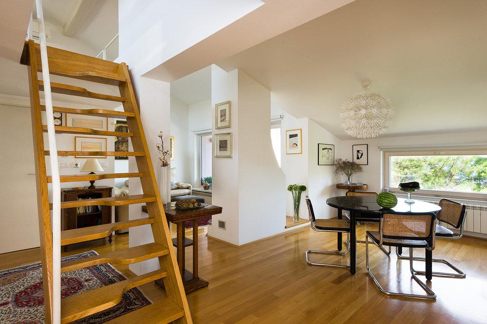 interior-Tina Rugelj_foto-Janez Marolt_H Z_stopnisce-staircase_jedilnica-dining room_04.jpg