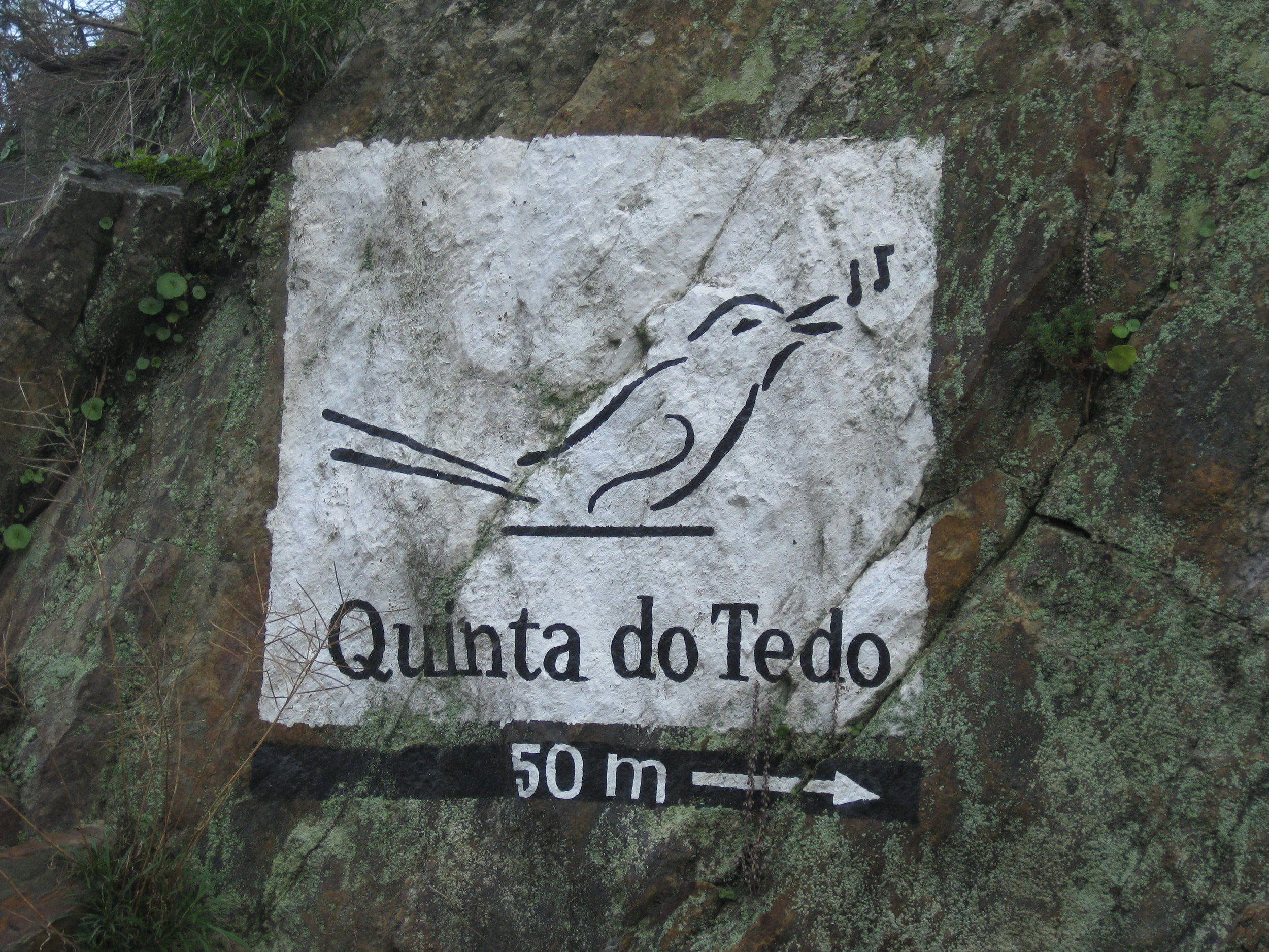 Another kind of marker - showing how to arrive to Quinta do Tedo