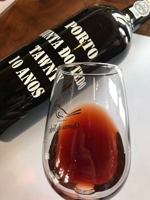 10 Yr Tawny – Brown with amber and orange tones – a further evolved Tawny: dried fig, curry, caramel, hazelnuts – rich yet soft with a persistent, long finish.