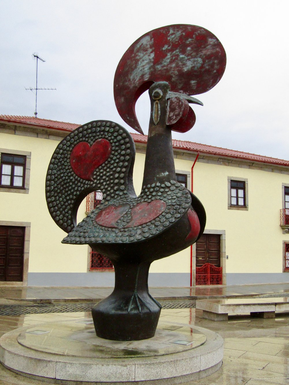 Proudly standing Portugal's emblematic rooster!