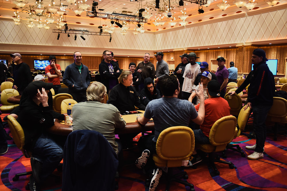 Crowd gathers at the Thrilla final table