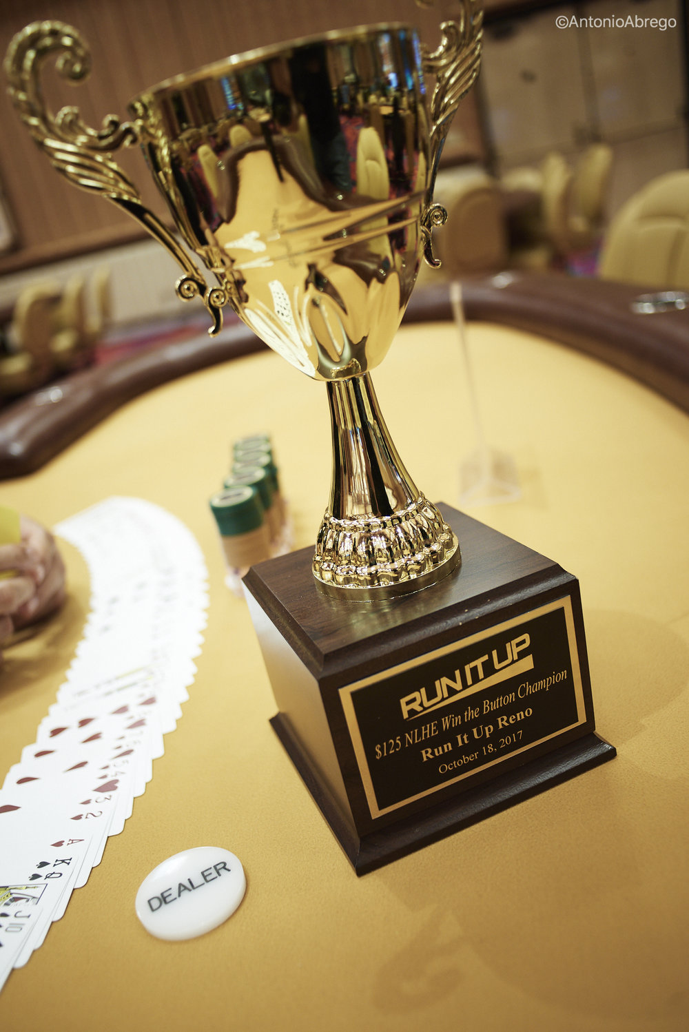 Win the button Trophy_RunItUp2017_Abrego__AA08528.jpg