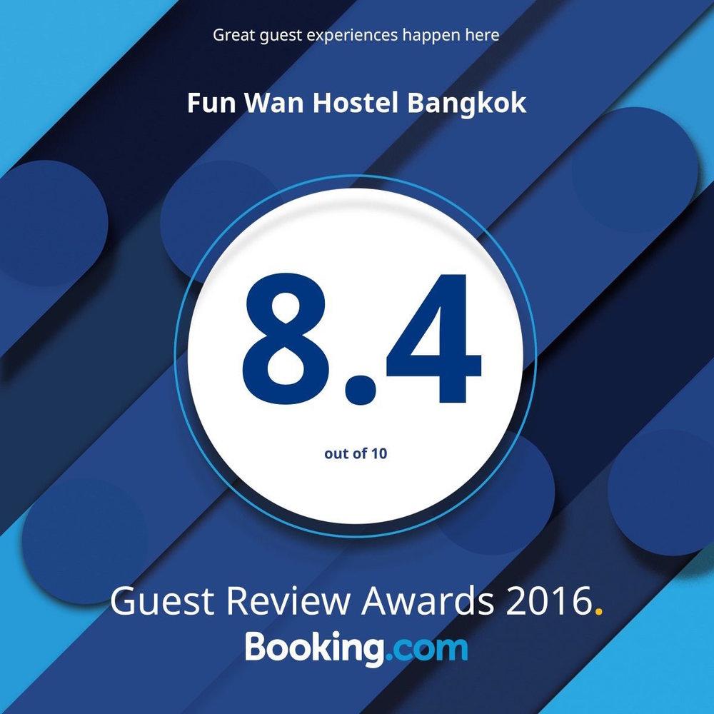 how-to-choose-a-hostel-bangkok-reviews.jpg