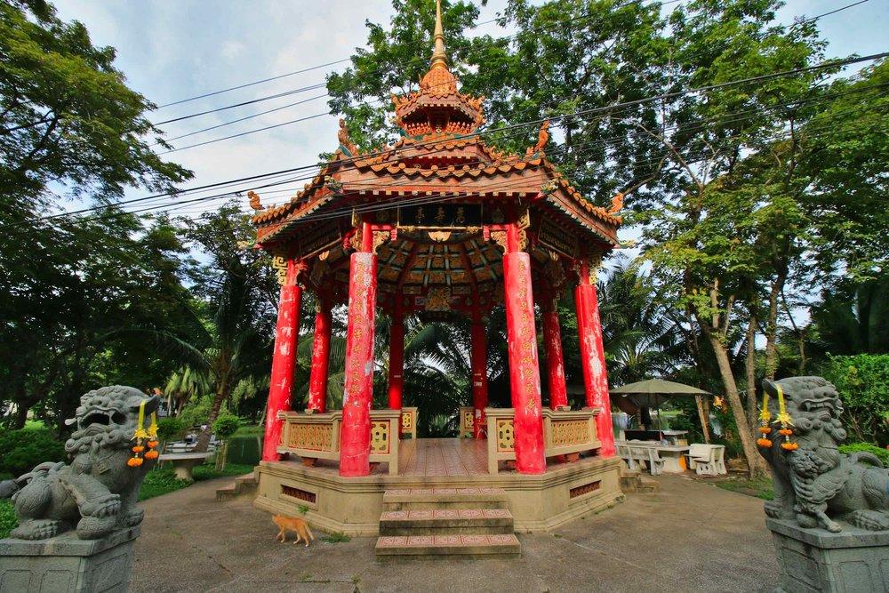 Lumpini_Park_Bangkok_pagoda_web.jpg