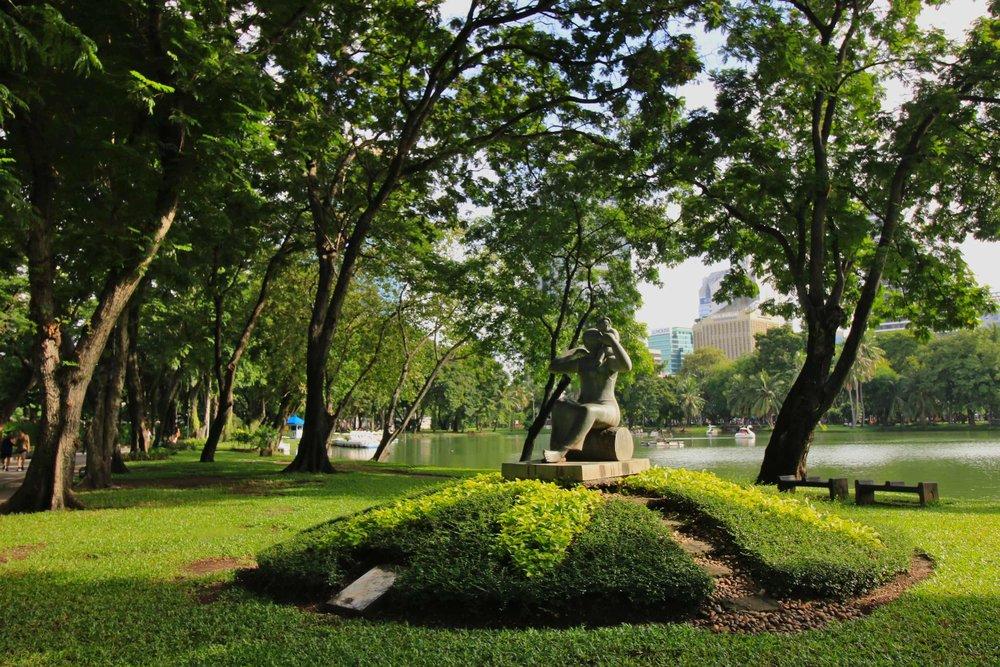 Lumpini_Park_Bangkok_statue_web.jpg