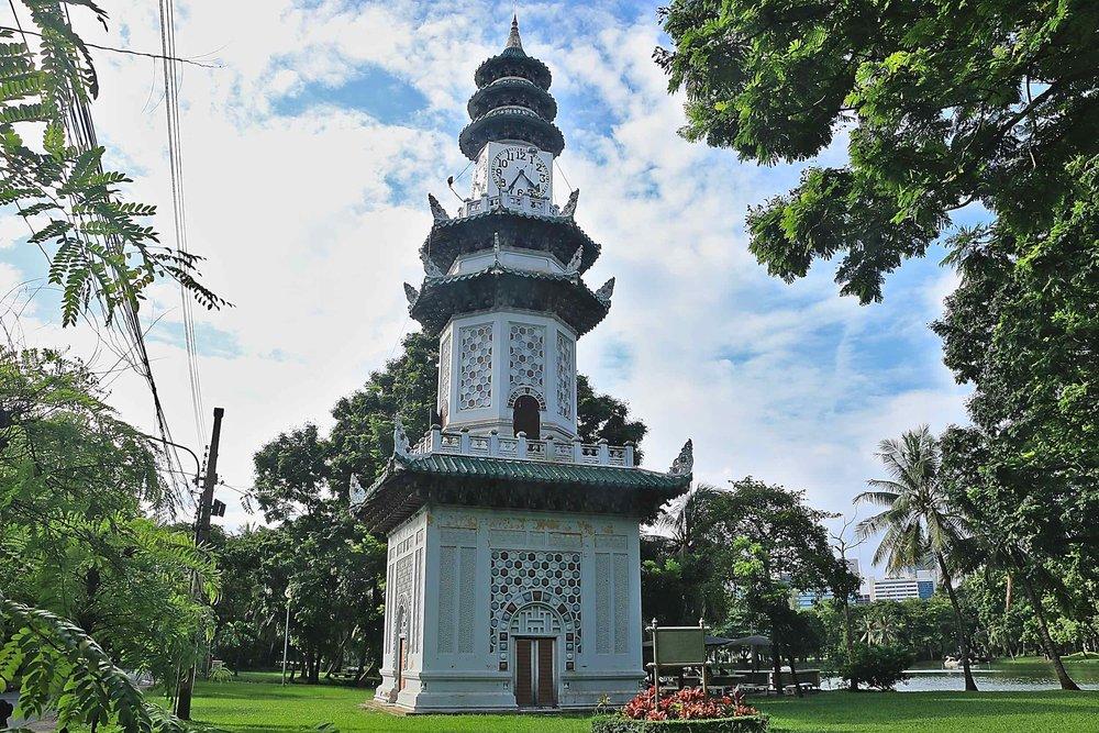 Lumpini_Park_Bangkok_temple_web.jpg