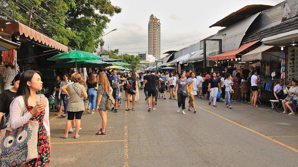 Chatuchak_Weekend_Market_Bangkok_Crowded_Market_Street.jpg