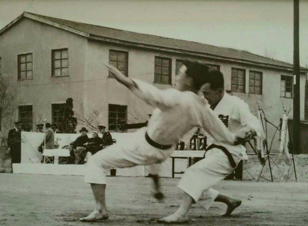 Great GrandmasterUhm Un Kyu doing 1step sparring with his students Grandmaster Park Hae Man.